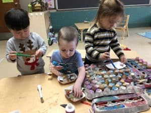 Young children paint at Temple Shalom